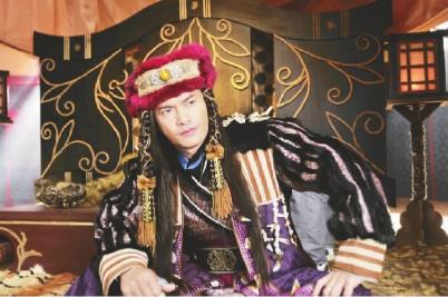 吕良伟在电视剧《花木兰传奇中》饰演头号反派金蚕子