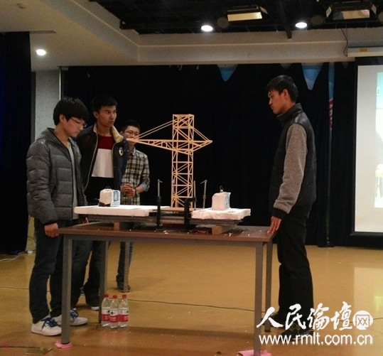 """本届大赛主题为""""塔吊模型制作与测试"""""""