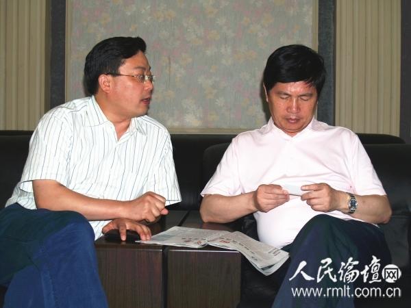雅鹿集团董事长顾振华(左)接受人民论坛网记者吴礼明博士(右)采访