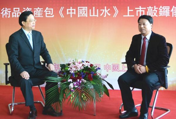 人民日报人民论坛电视节目组主持人吴礼明博士(左)专访中国国际艺术品产权交易所董事长张海龙(右)