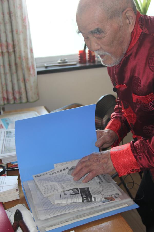 柳子俊老先生身体健硕心态好、平日依然读书看报