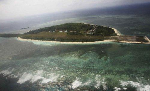 菲律宾工程兵在南沙争议岛屿建军事设施