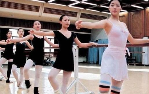 韩国女生的体育课